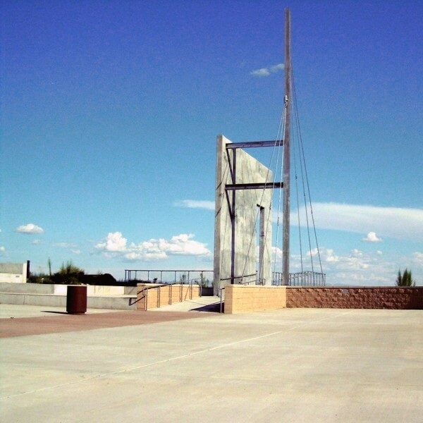 The bow mast symbolizes the front, or bow, of the ship.<br><br><b>Photo by El Camino Real HTS</b>